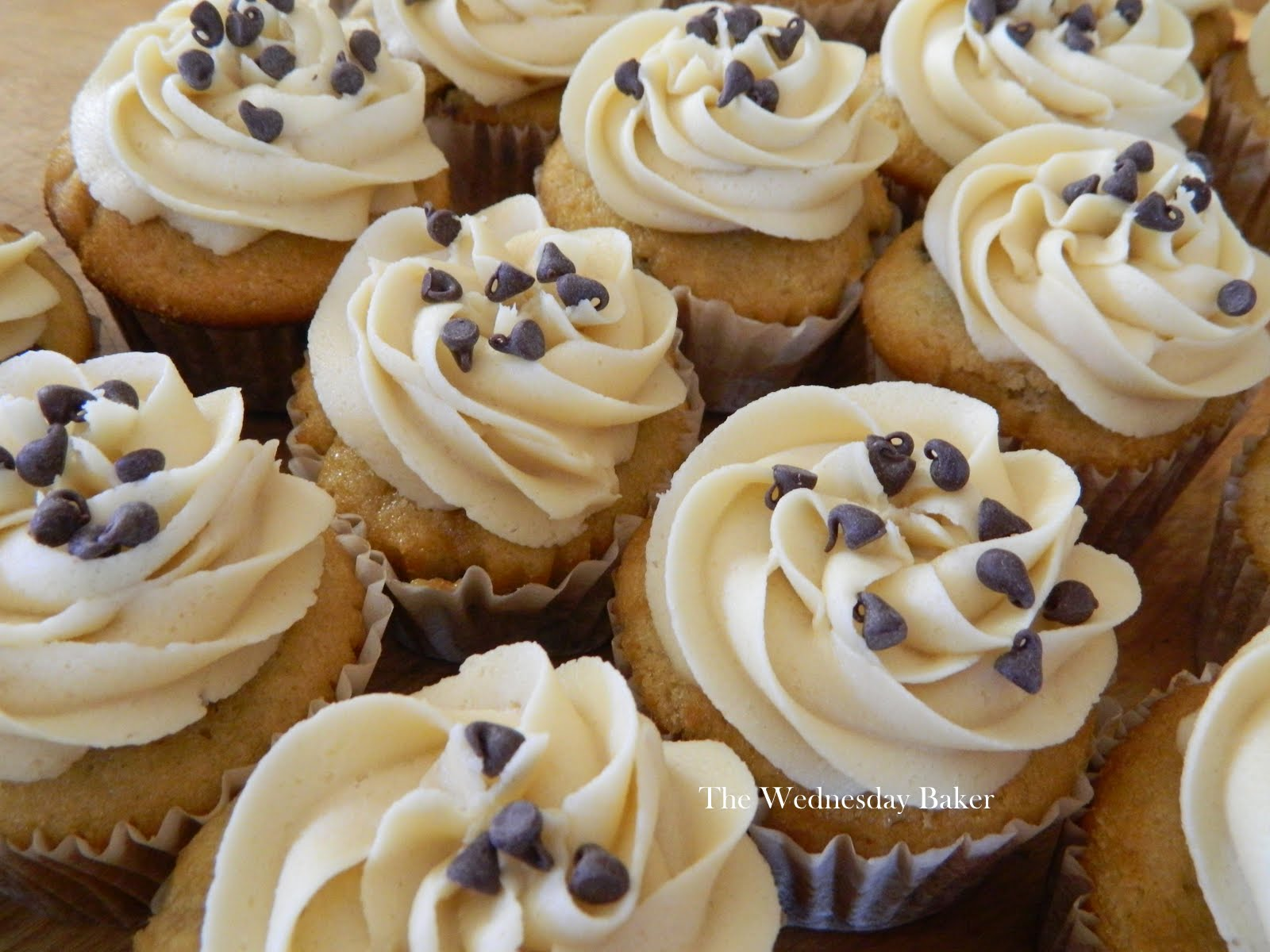 The Wednesday Baker: CHOCOLATE CHIP COOKIE DOUGH CUPCAKES