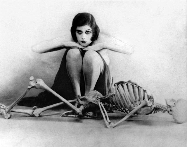 Теда Бара (Теодозия Гудмен) - первая женщина-вамп в кинематографе В начале
