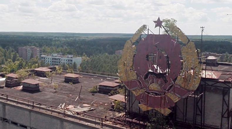 Vista aérea post-apocalíptica de Chernobyl filmado con drone