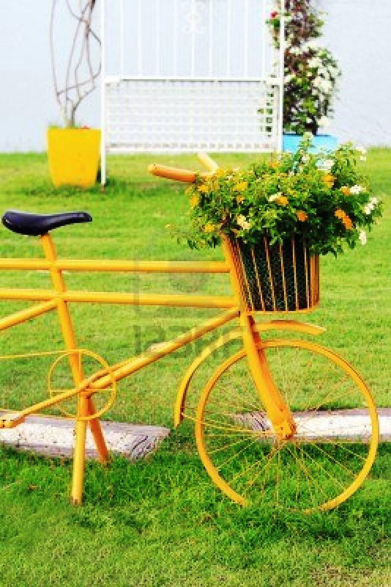 Bicicletas viejas para decorar jardines terrazas y for Parques y jardines