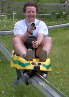 Montaña rusa monotubo - David Ellis montando el trineo