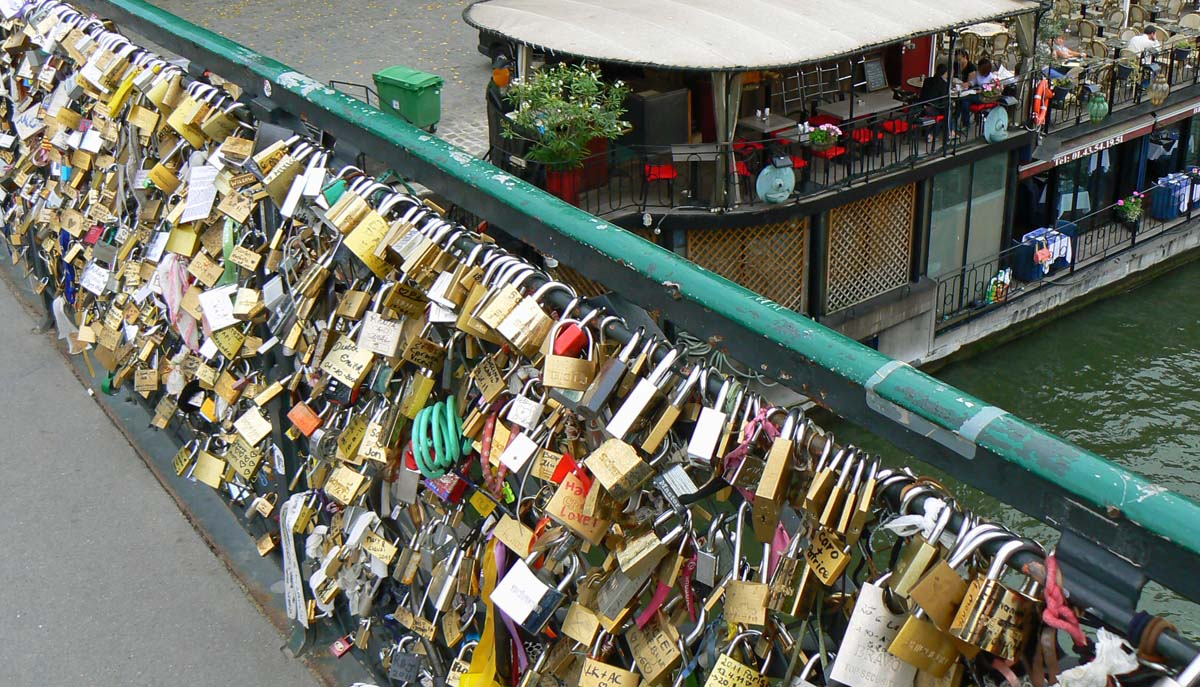 Paris lock bridge quotes quotesgram for Locks on the bridge in paris