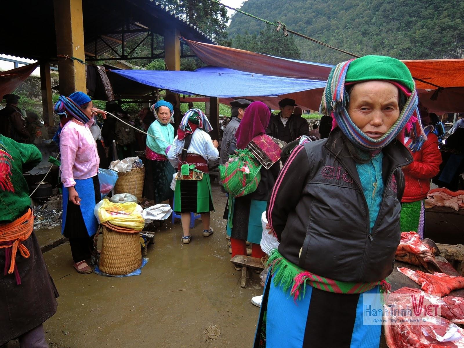 Tham quan chợ lùi Sà Phìn ở Đồng Văn, Hà Giang