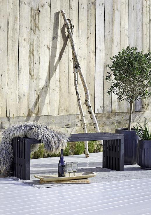 PLUS Rustik trallemøbler Design - Bæredygtige tralle-havemøbler i nyt sort FSC træ skaber stemning ude og inde Bæk & Kvist