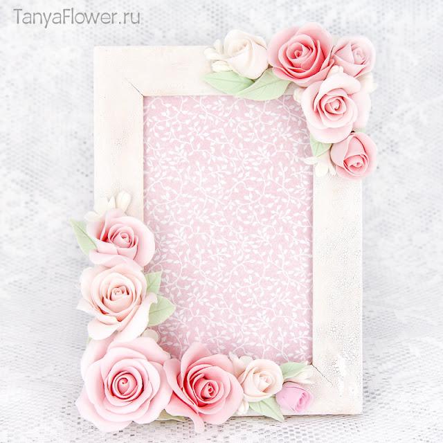 цветочная фоторамка с нежно розовыми розами