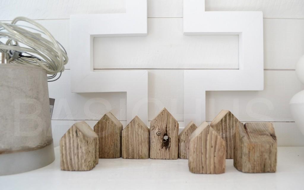 B i j o n s i n t e r i e u r huisje van hout - Interieur houten huisje ...