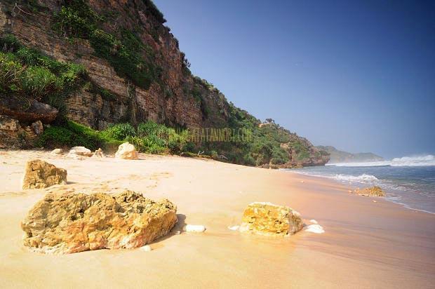 Pantai Watunene Dan Tebing Benteng Alaminya Catatan Nobi