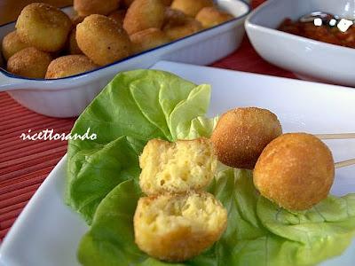 pallotte cacio e ova ricetta tradizionale abruzzese di formaggio e uova