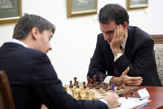Échecs : Alexander Morozevich (2748) 1-0 Leinier Dominguez Perez (2726) lors de la ronde 6