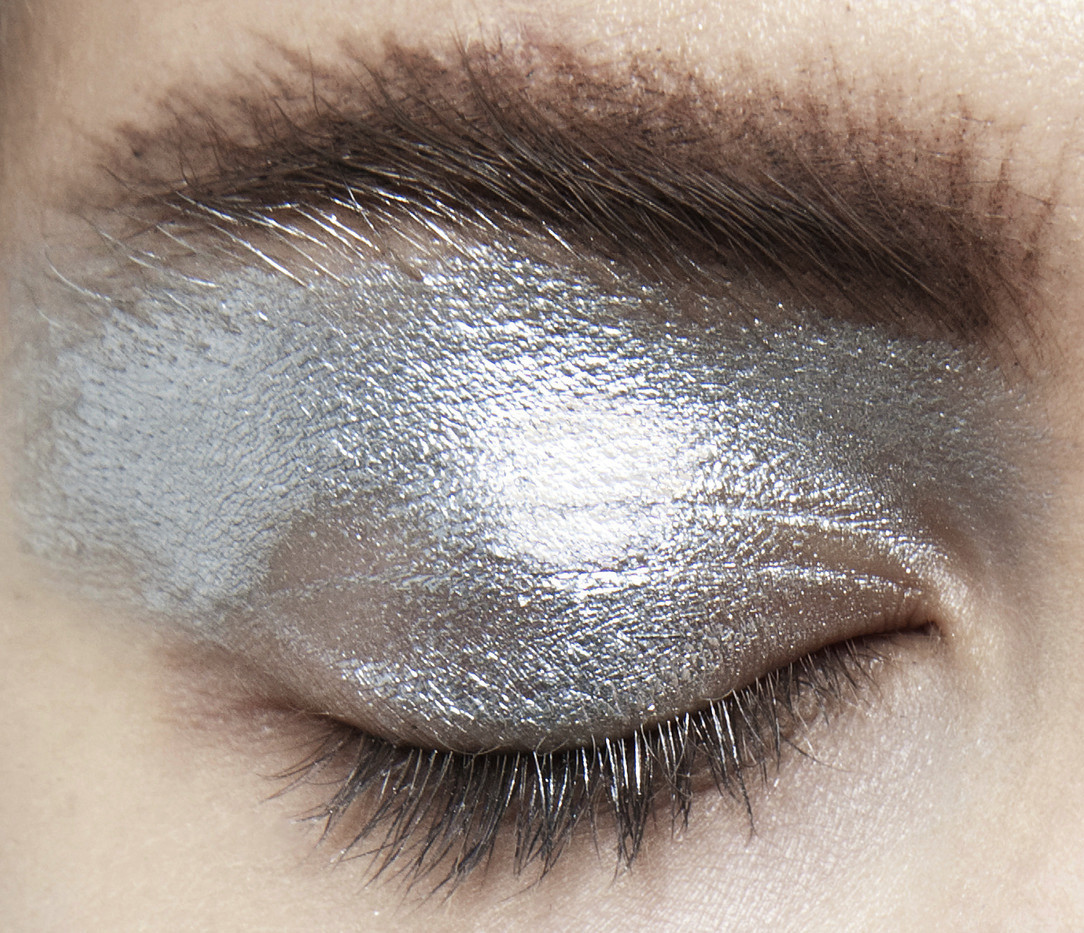 metallic eye shadow