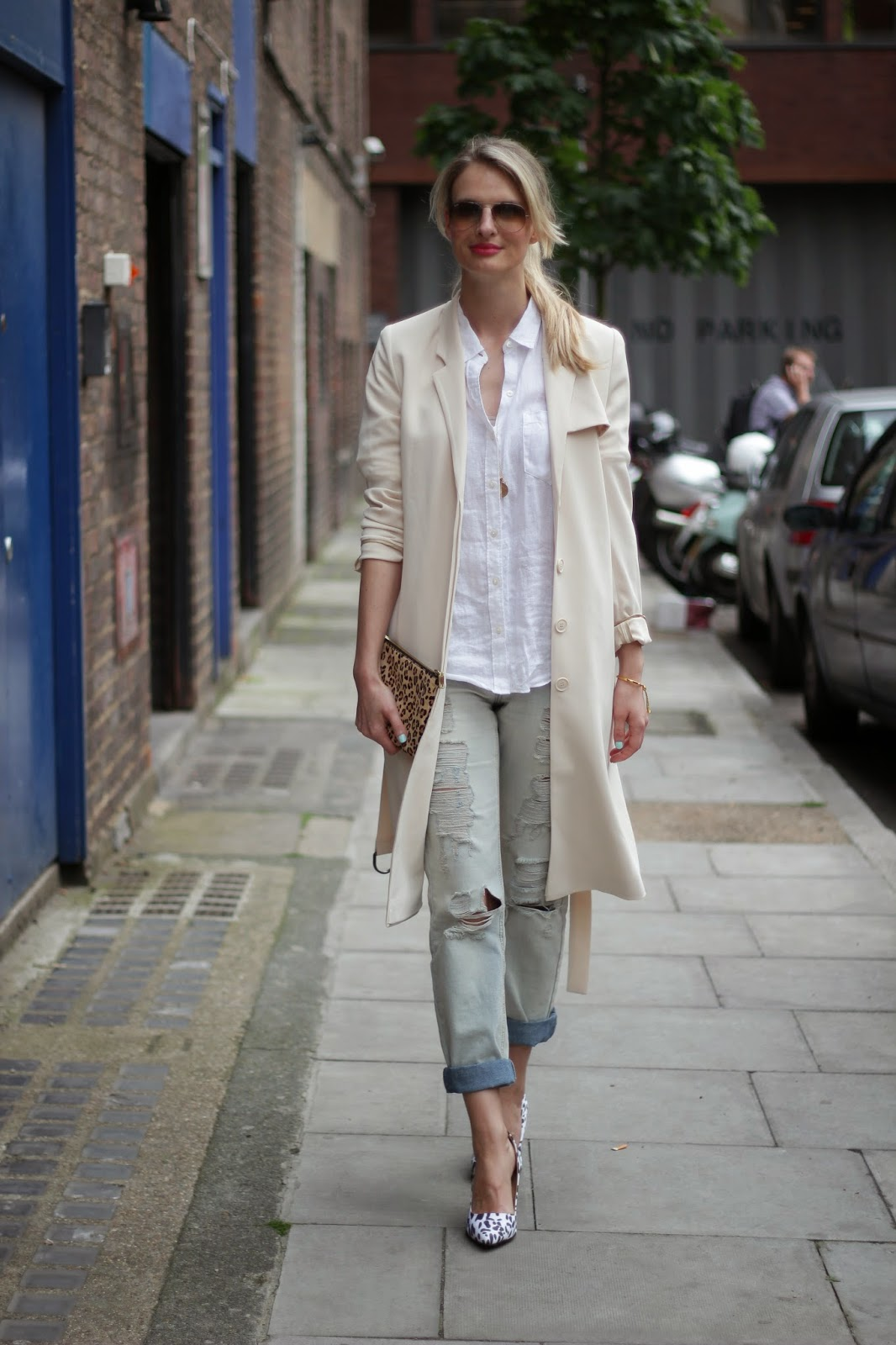 London street style, london blogger, lookbook, streetstyle, asos boyfriend jeans, asos shoes, asos heels, trench coat, &otherstories trench coat, , beige trench coat, duster coat, gap shirt
