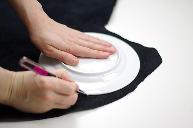 DIY Round Clutch {via www.fashionrolla.com}