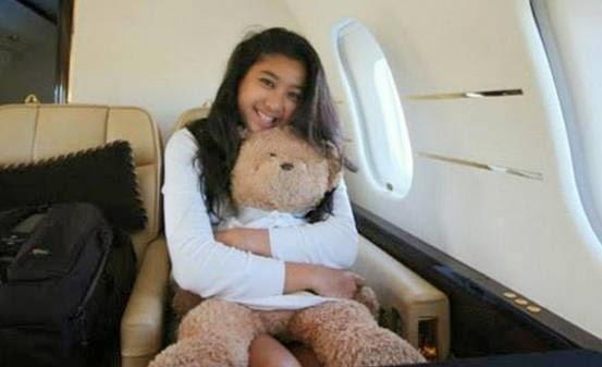 Foto Olivia di Pesawat