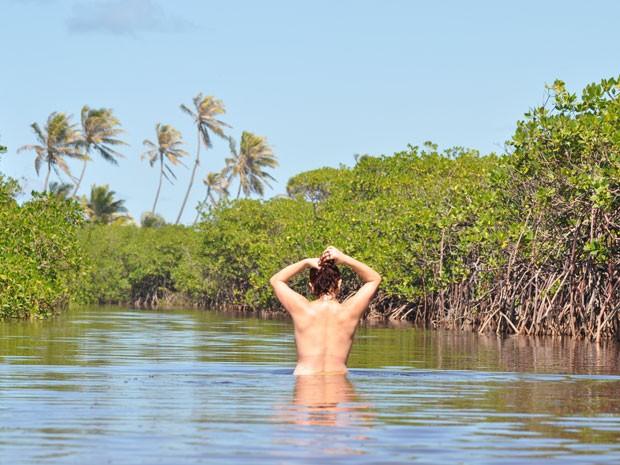 Praia de nudismo de Massarandupió, em Entre Rios, na Bahia (Foto ...