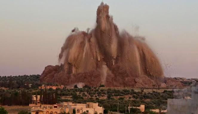 Video Mujahiddin Suriah Meledakkan Pangkalan Militer Rezim Assad Di Idlib