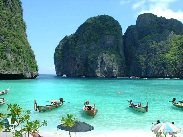 http://3.bp.blogspot.com/-87BRh2w9jp0/TvrbNAiCBVI/AAAAAAAAAZc/01leR8IrlSk/s1600/Phi+Phi+Maya+Beach.jpg