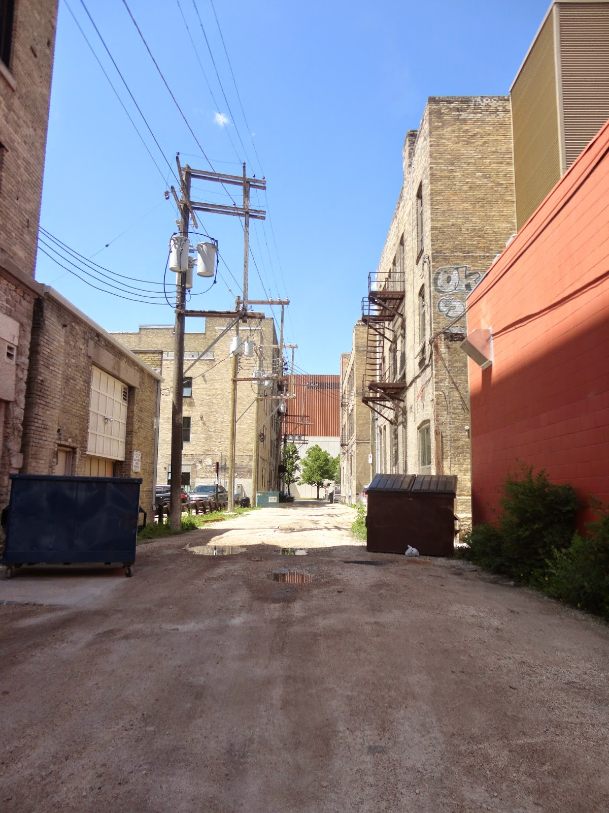 Hell's Alley - Parallel to Market and James Avenues