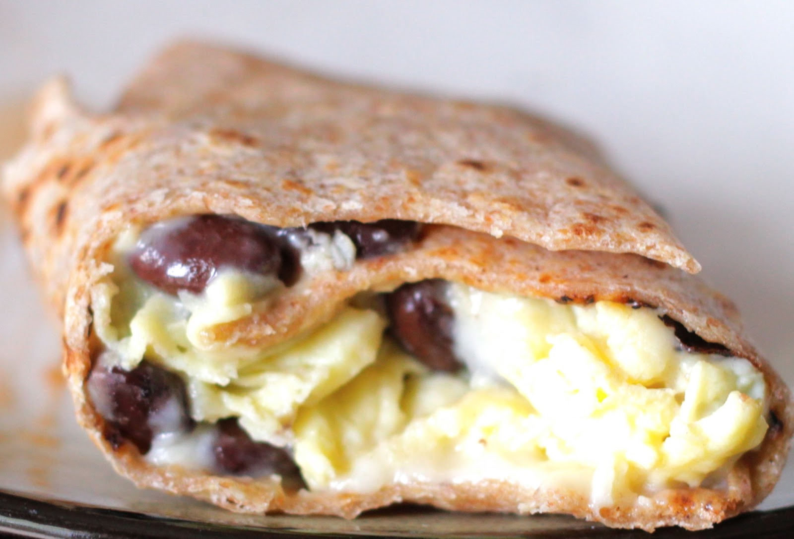 Vegetarian Tales of a Carnivore: Egg and Black Bean Breakfast Burritos