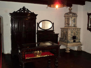Inside Castle Bran (Brasov, Transylvania), photographs Bedroom of King Ferdinand I of Romania