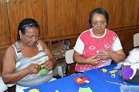 Dulcenir Pimentel Paixão e Severina Maria de Assis, alunas do projeto 'Tardes com Sabedoria': aprendizagem e diversão