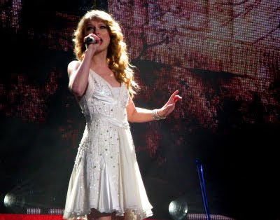 Site Blogspot  Taylor Dresses on Taylor Swift Wore Mandalay S Ethereal Silk Chiffon Dress In White
