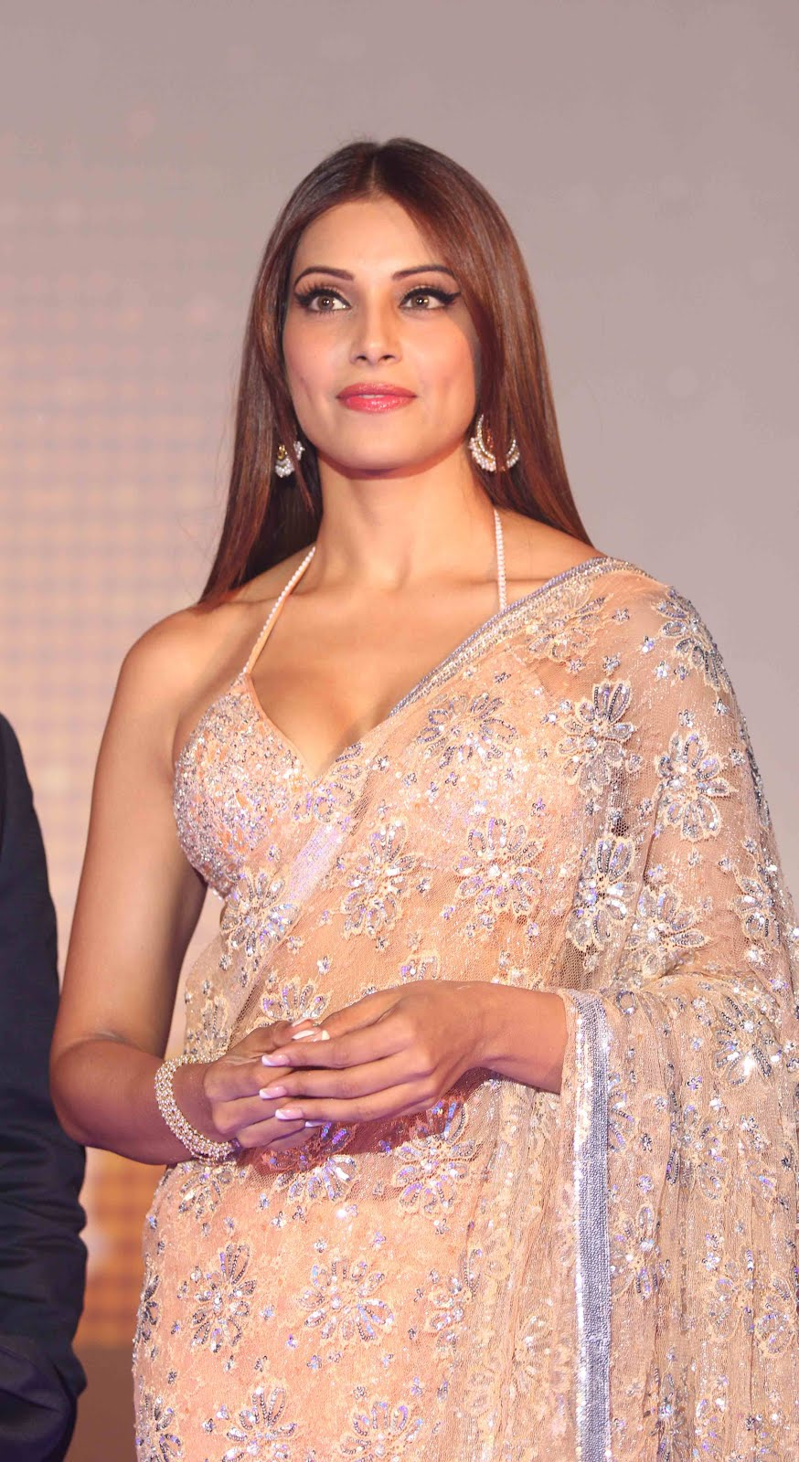 actress largest navel,cleavage,hip,waist photo collections : bipasha