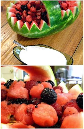 кошница от диня с пресни плодове