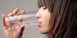 7 Khasiat Air Putih Hangat yang Wajib Anda Ketahui
