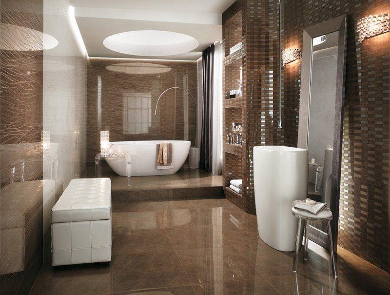 Baños Elegantes Para Casa:El mármol en el suelo da un toque brillante a todo el baño y hace