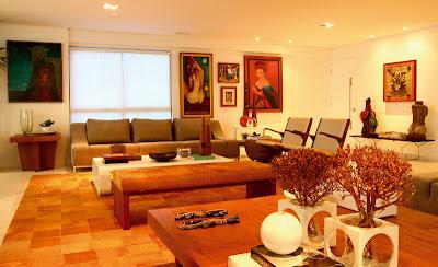 Sala de estar com tapete de couro