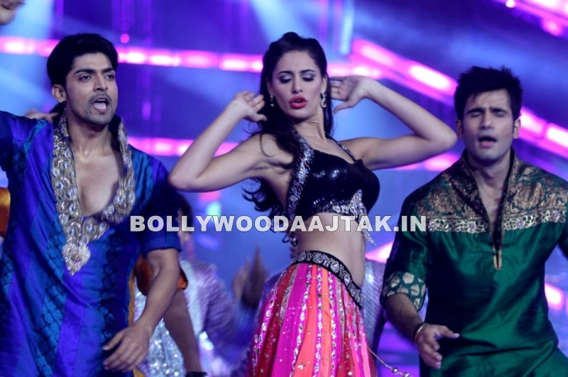 Nargis Fakhri navel - Nargis Fakhri At Femina Miss India 2012