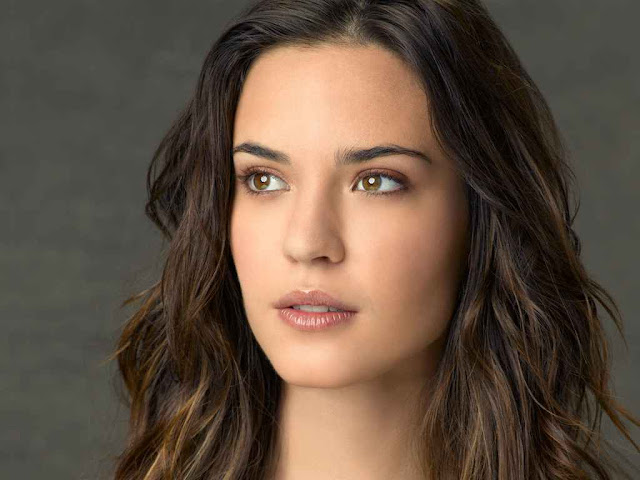 Odette Yustman have a beautiful face