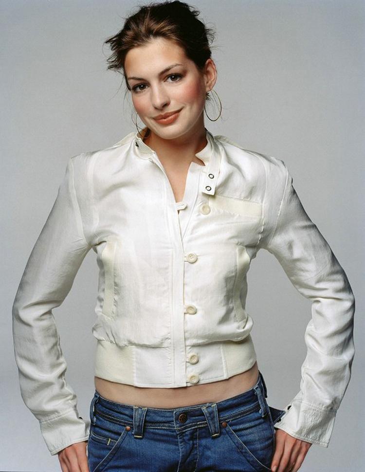Anne Hathaway Haircut 35