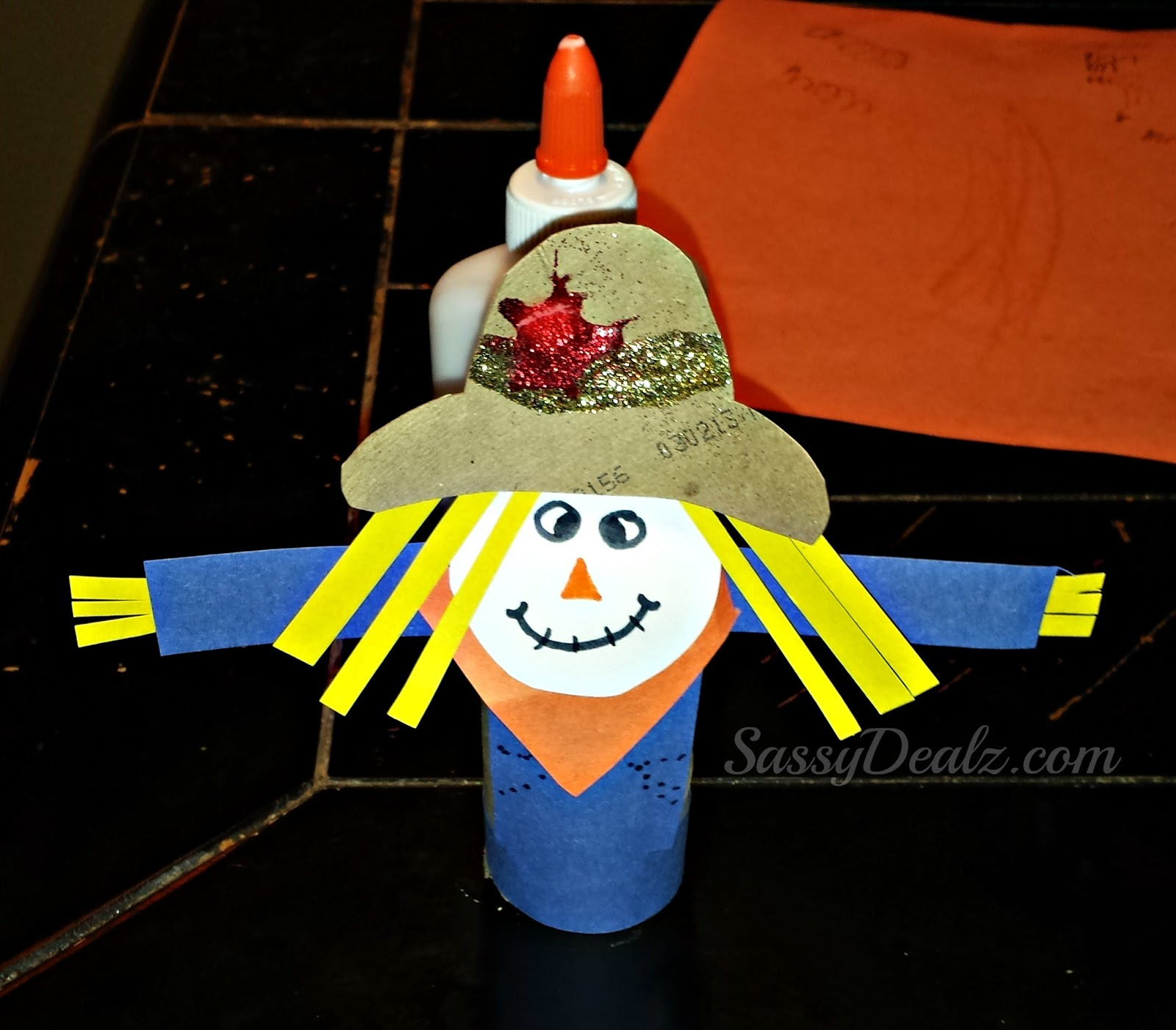 scarecrow toilet paper roll craft for kid's (halloween & fall idea