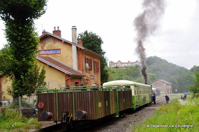 La gare et la locomotive à vapeur,Olliergues, Puy-de-Dôme, Auvergne