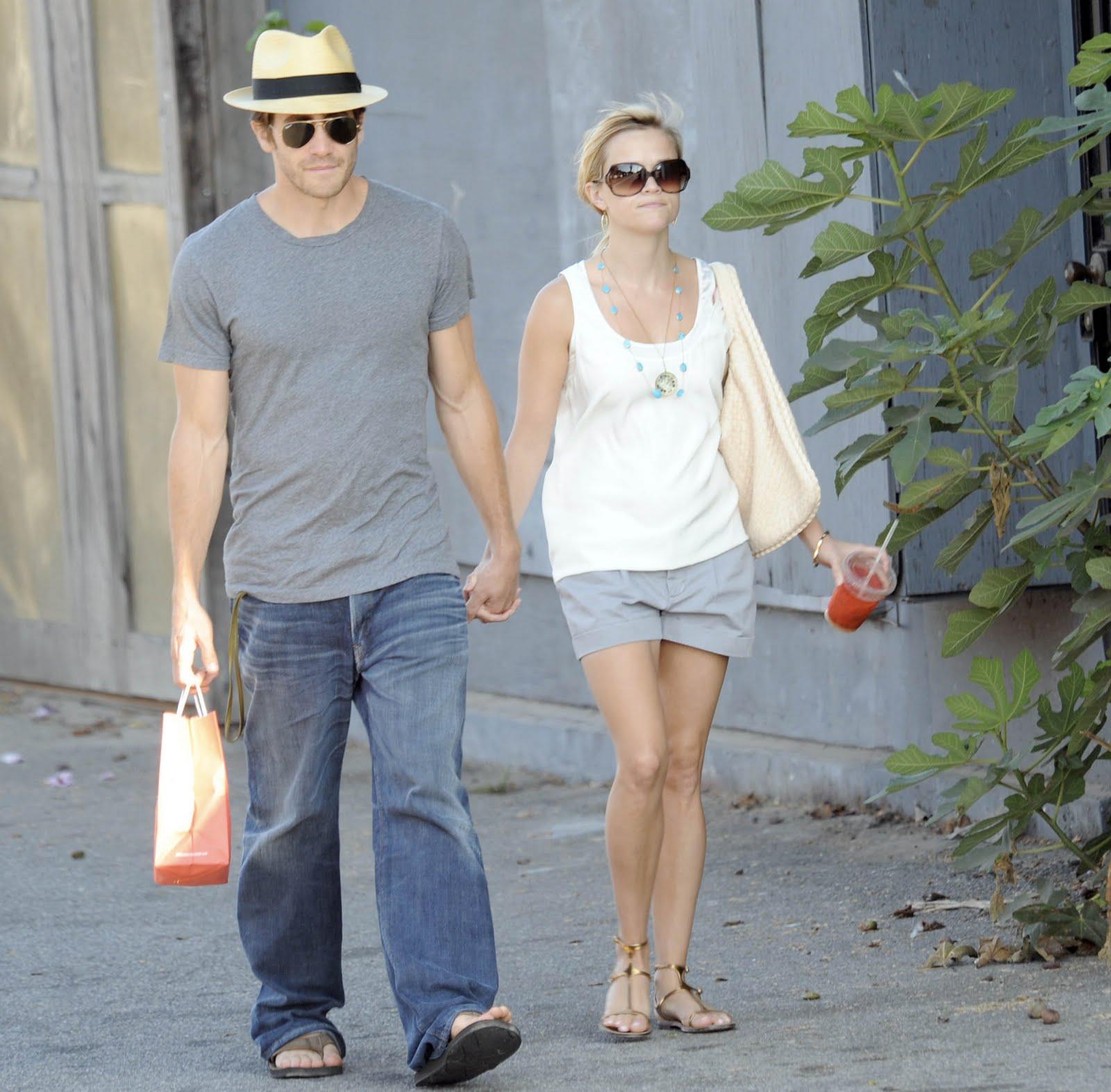 http://3.bp.blogspot.com/-89KpS3uIx6U/TjtuecPT0wI/AAAAAAAACv4/WsVJCgNmA5E/s1600/Reese+Witherspoon+%2526+Jake+Gyllenhaal.jpg