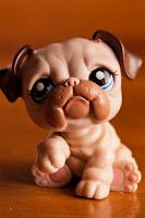 Macro de un pequeño perrito de juguete