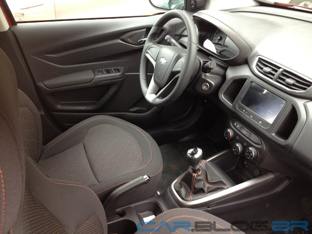 carro Onix Chevrolet - interior