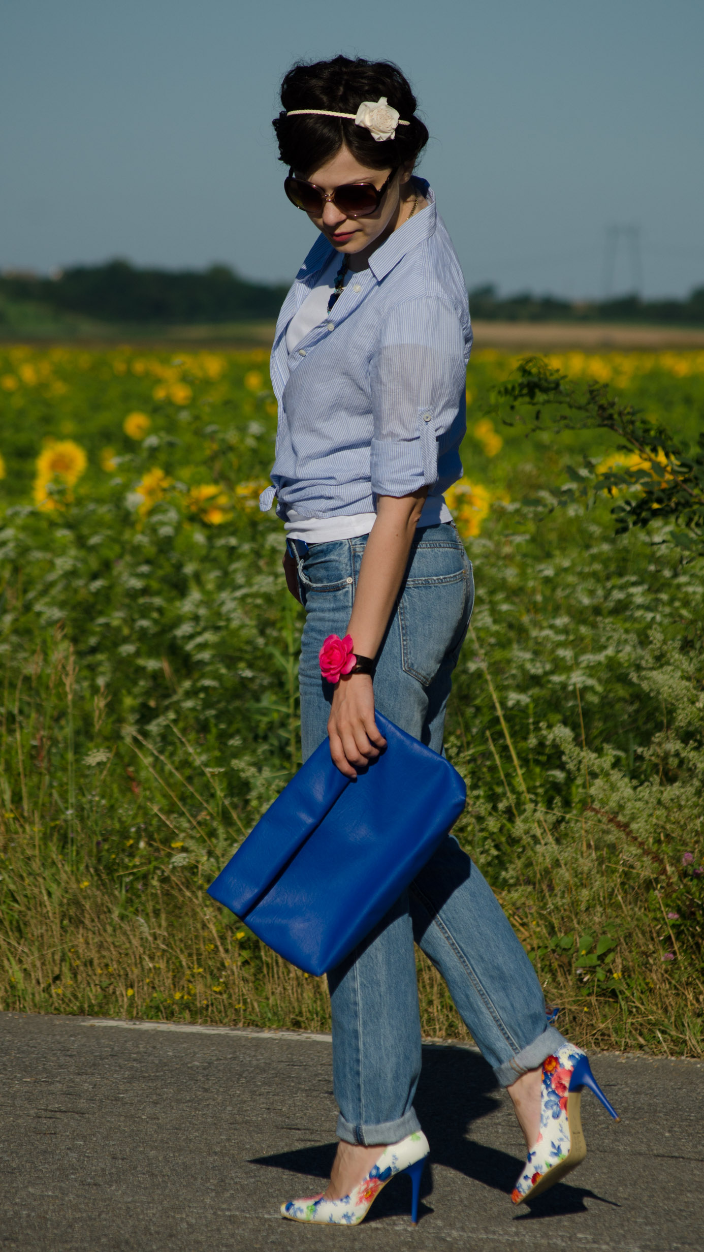 boyfriend jeans blue shirt heels with flowers blue clutch statement jewlery