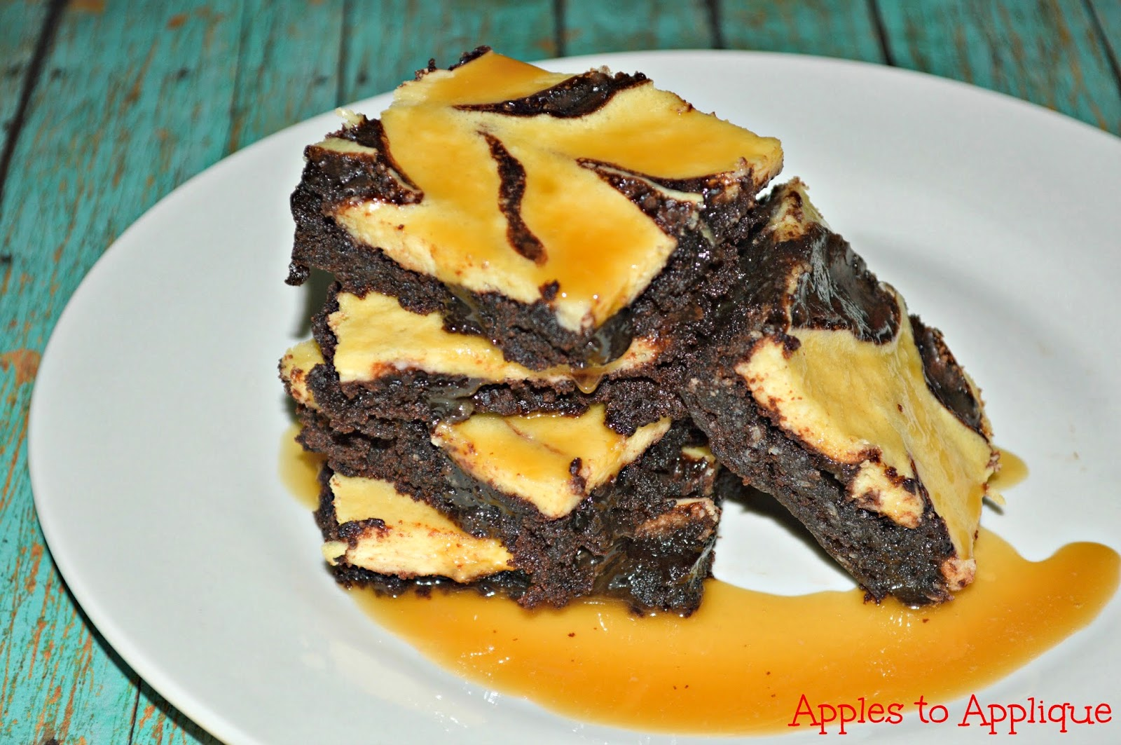 Bailey's Cream Cheese Brownies with Bailey's Glaze | Apples to Applique #brownies #dessert #Baileys #recipes