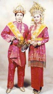 Pakaian Adat Tradisional Riau