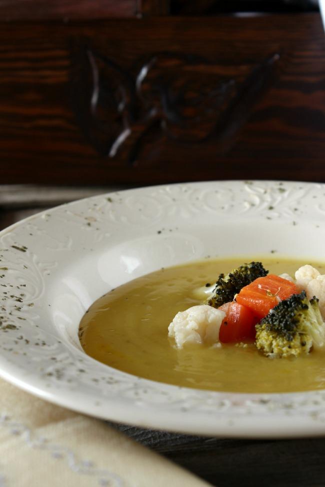 Receta crema de coliflor con verduritas salteadas. http://www.maraengredos.com/
