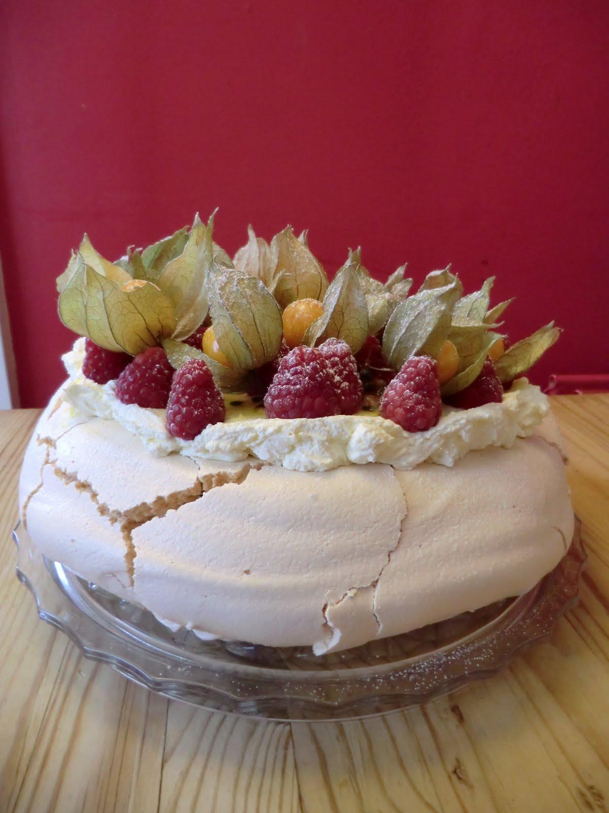 La cuisine de sarah raspberry and physalis pavlova with for Fruit coulis