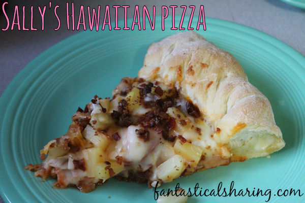 Sally's Hawaiian Pizza | It's classic Hawaiian pizza with bacon (thanks to Sally of Sally's Baking Addiction) with an added stuffed crust - yum! #pizza #bacon #recipe