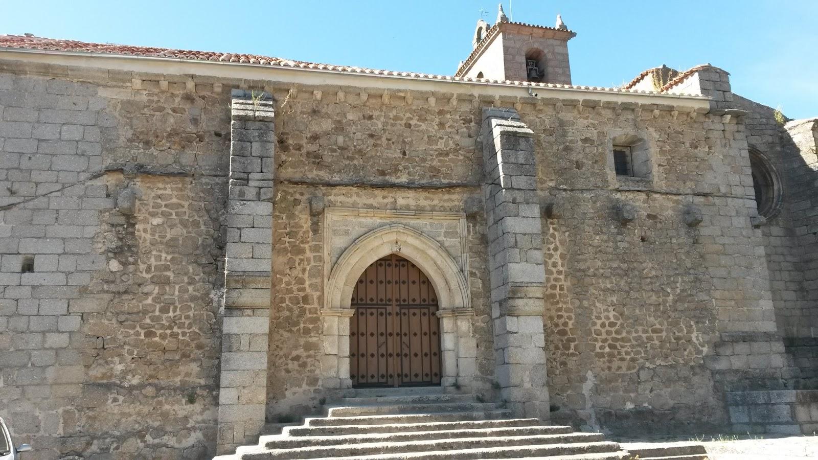 La Iglesia dela Asunción está situada en lo alto de la colina, al igual que el Castillo de San Vicente