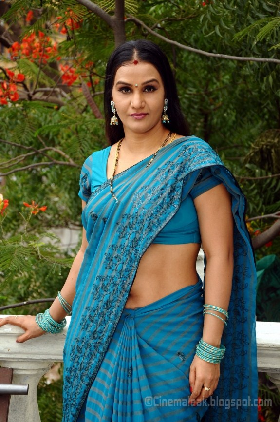 tags apoorva in saree hot pictures apoorva aunty apporva navel images ...