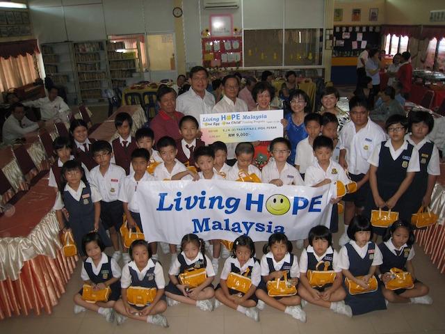Cheque presentation to SJKC Pasir Pinji 2, Ipoh