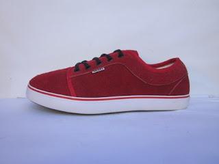 Sepatu Vans Chukka Merah
