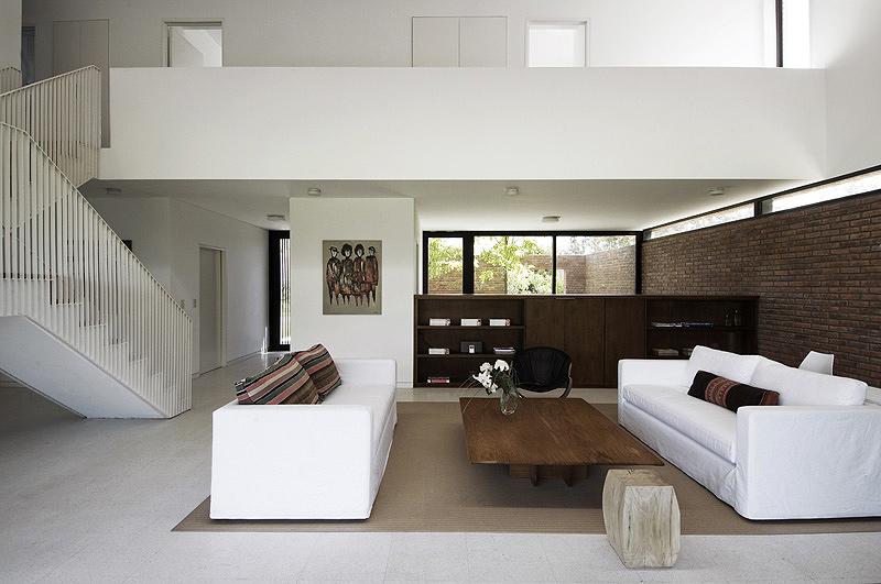 Arquitectura en ladrillo visto casa unifamiliar de for Colores para interiores casas minimalistas