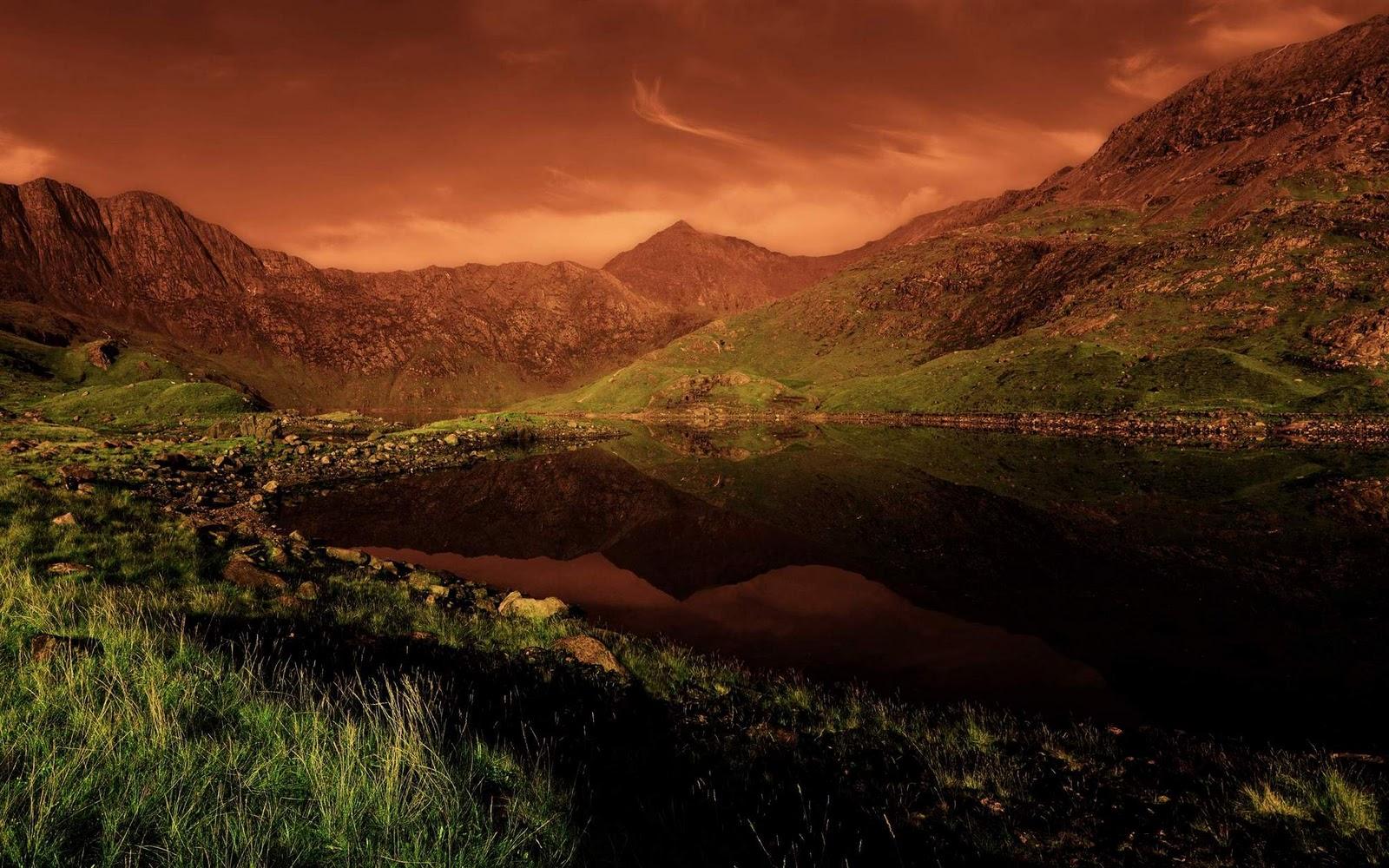 http://3.bp.blogspot.com/-8B3QCx5g1tQ/Tvih--HGdcI/AAAAAAAAAak/UAAduI3YmiU/s1600/Ubuntu+sunset+wallpaper.jpg